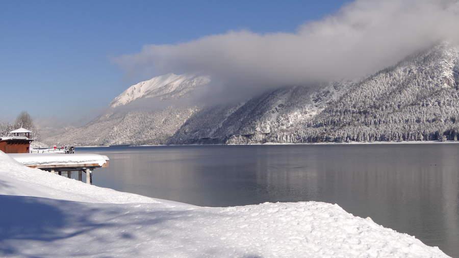 jezero-snijeg-ribolov